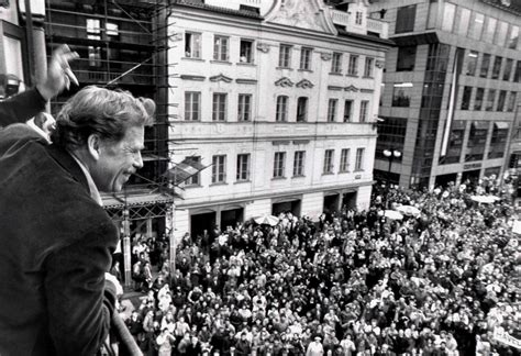 'Havel: A Life,' by Michael Zantovsky - The New York Times