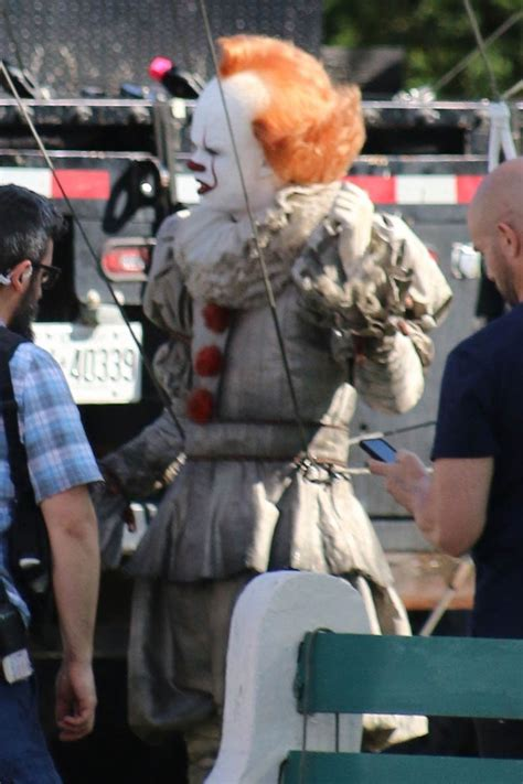 Bill Sksarsgard is not hot as Pennywise in first photos