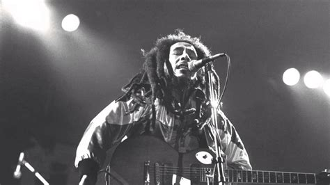 Bob Marley and The Wailers - Redemption Song Live in