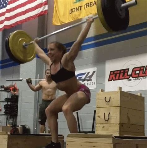 Female weight lifter leaves men SHOCKED when she does THIS